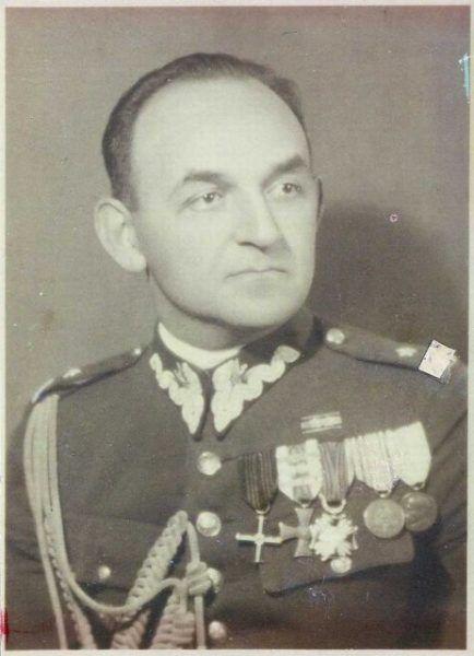 Posępny Mieczysław Słowikowski. Co też musiała znosić jego żona!