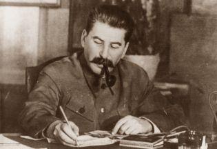 [Obrazek: stalin-przy-biurku.jpg]