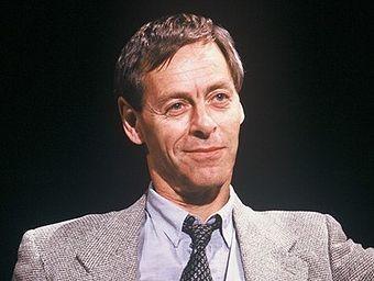 Neal Ascherson na fotografii z końca lat 80. Dzisiaj jest już niemal 80-letnim nestorem brytyjskiego dziennikarstwa (fot. Open Media Ltd.; lic. GNU FDL).