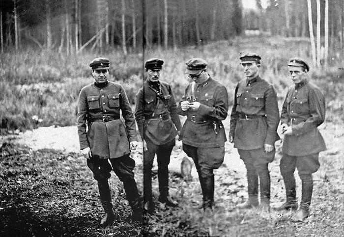Funkcjonariusze NKWD. Dla nich życie ludzkie nie miało właściwie żadnej wartości.