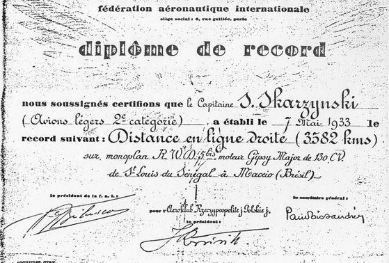 Dyplom Międzynarodowej Federacji Lotniczej (FAI) potwierdzający pobicie przez kapitana Stanisława Skarżyńskiego rekordu długości lotu dla samolotów turystycznych.