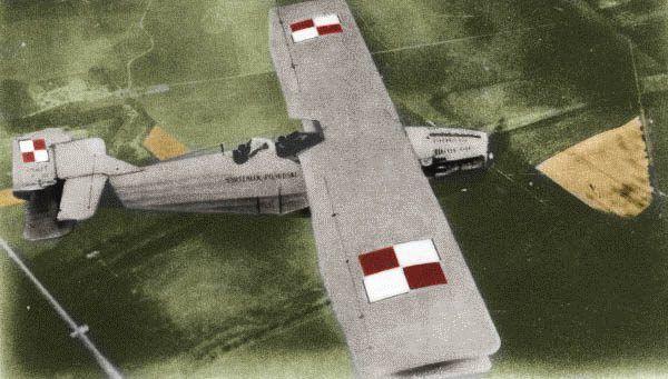 """""""Marszałek Piłsudski"""" Idzikowskiego i Kubali. Nieszczególnie szczęśliwy samolot… (koloryzacja: RK)."""