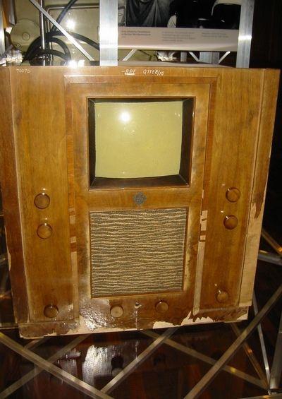 Telewizor Telefunken z 1936. To właśnie za takie cudo techniki trzeba była zapłacić w przedwojennej Polsce 5 tysięcy złotych (fot. Eirik Newth; lic. CC ASA 2.0).
