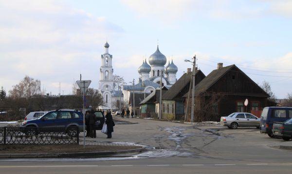 Dziś trudno poznać, że w tej niepozornej miejscowości odbywał się dramat uwięzionych. Współczesny widok Berezy (fot. Czalex, lic. CC BY 3.0).