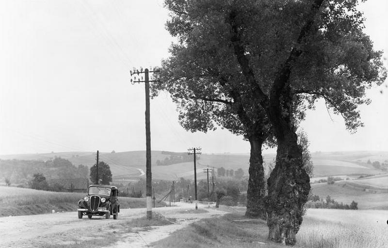 Tuż przed wybuchem wojny w Polsce przypadało tylko 10 samochodów na 10 000 mieszkańców. Na zdjęciu Polski Fiat 508 (źródło: domena publiczna).