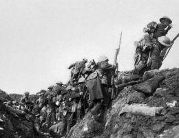 Okopy - stały element krajobrazu w czasie I wojny światowej.