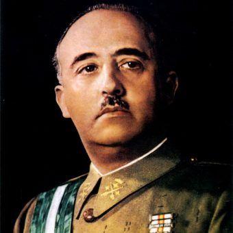 Gen. Francisco Franco na oficjalnej rządowej fotografii (fot. domena publiczna).