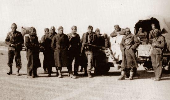 Żołnierze Samodzielnej Brygady Strzelców Karpackich (wszystkie fotografie pochodzą z albumu: Z. Wawer, Tobruk 1941, Bellona 2011).