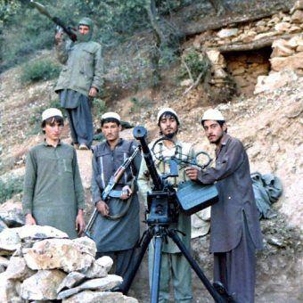 Mudżahedini z ugrupowania Jamaat-e-Islami, które miało w Badaberze swój ośrodek szkoleniowy (fot. Erwin Franzen, CC BY-SA 3.0).
