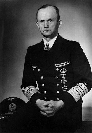 """Grossadmiral Karl Dönitz skierował przeciw konwojom SC-122 i HX-229 aż trzy """"wilcze stada""""."""