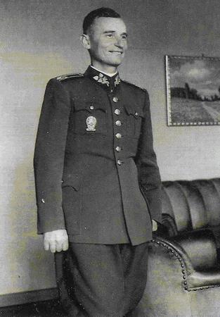 Podpułkownik Ján Golian. To on był organizatorem i jednym z głównych dowódców powstania.