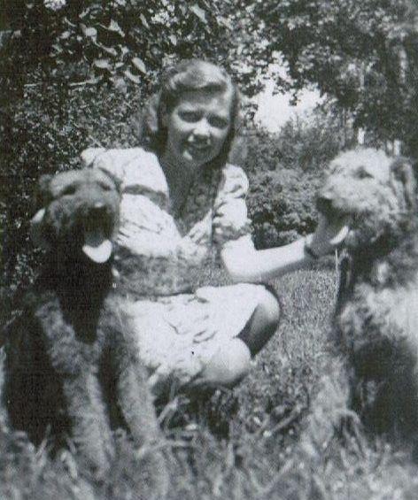 Frau Ventzki również kochała Hitlera, a poza przymusową ewakuacją z Łodzi nie spotkały jej po wojnie żadne większe przykrości. Dożyła swoich dni u boku męża, ze swastyką wyrytą w sercu.