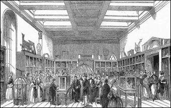 Część maszyny różnicowej Babbage'a prezentowana na wystawie z okazji otwarcia muzeum króla Jerzego III (1843).