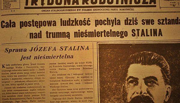 """""""Trybuna Robotnicza"""" ze Stalinogrodu (czyli Katowic) wychwalała pod niebo zmarłego, ale """"Tygodnik Powszechny"""" nie miał najmniejszego zamiaru iść w jej ślady..."""