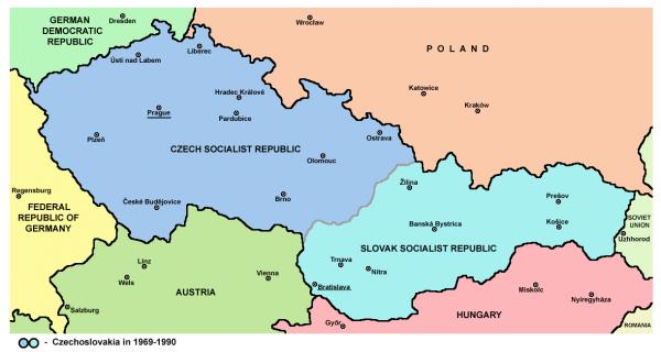 Czechosłowacja czy Czecho-Słowacja? (rys. PANONIAN, domena publiczna)