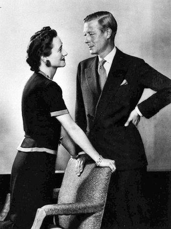 Wbrew woli rodziny królewskiej i mimo ogromnego skandali, jaki wybuchł wokół ich związku, Wallis i Edward dożyli razem starości.