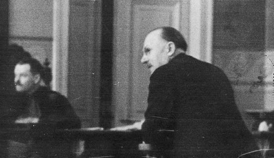 Wśród świadków podczas procesu inż. Ruszczewskiego znalazł się nawet były premier Kazimierz Bartel. Na zdjęciu w trakcie składania zeznań.