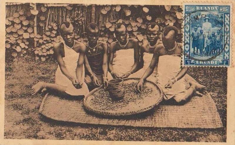 Belgijska pocztówka z lat 30. XX wieku przedstawiająca autochtonicznych mieszkańców ich afrykańskich kolonii. Polityka Brukseli w tym rejonie była kwintesencją maksymy dziel i rządź.