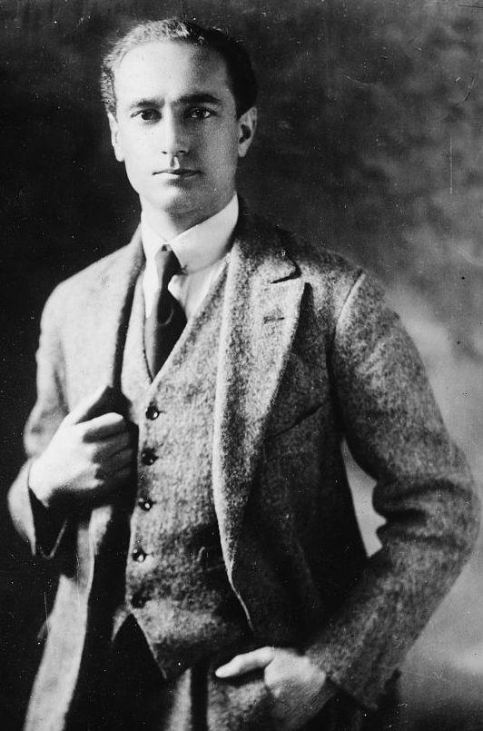 Paul Dukes tylko wyglądał na nieskazitelnego angielskiego gentlemana... w głębi jednak był niespokojną duszą (źródło: domena publiczna).