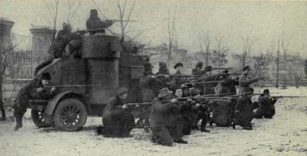 Brytyjscy szpiedzy chcieli obalić rewolucję w zarodku... A ci żołnierze walczyli o jej przetrwanie (fot.Edward Alsworth Ross, domena publiczna).