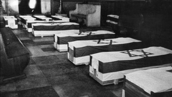 Trumny izraelskich sportowców, ofiar masakry w Monachium. Mossad musiał ich pomścić .