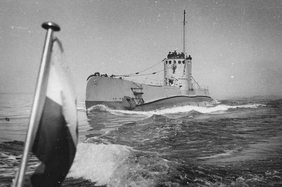 """ORP Sęp w pełnej okazałości. Trzeba było uciec się aż do """"porwania"""", aby okręt trafił do Polski."""