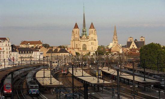 Dijon, to na lotnisku w tym francuskim mieście kapitan Bank i jego ludzie na próżno czekali aż zostaną zrzuceni na terytorium III Rzeszy (fot. G CHP; lic CC ASA 2.5).