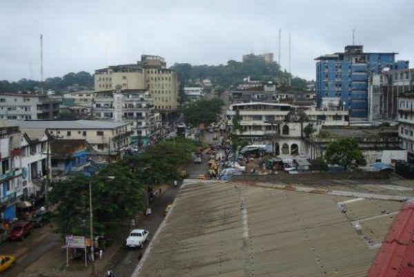 Stolica Liberii Monrowia. Pod rządami Samuela Doe miasto, podobnie jak i cały kraj, pogrążyło się w zupełnym marazmie.