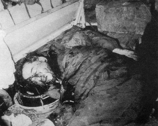 Zakrwawione zwłoki Ngo Dinh Diema, zamordowanego przez majora Nguyena Van Nhunga.
