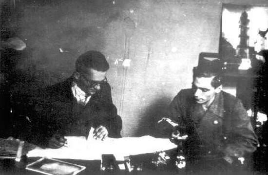 """Jerzy Zborowski """"Jeremi"""" (w okularach). To on dowodził likwidacją kata Pawiaka."""