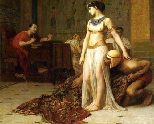 Pierwsze spotkanie Cezara i Kleopatry... tylko, że w rzeczywistości zamiast dywanu był wór z bielizną.