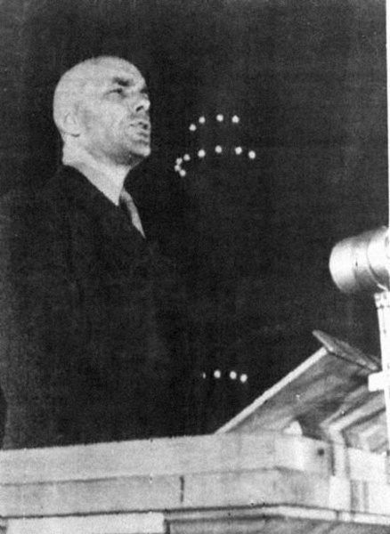 Zygmunt Berling ocalił życie dlatego, że poszedł na współpracę z NKWD.