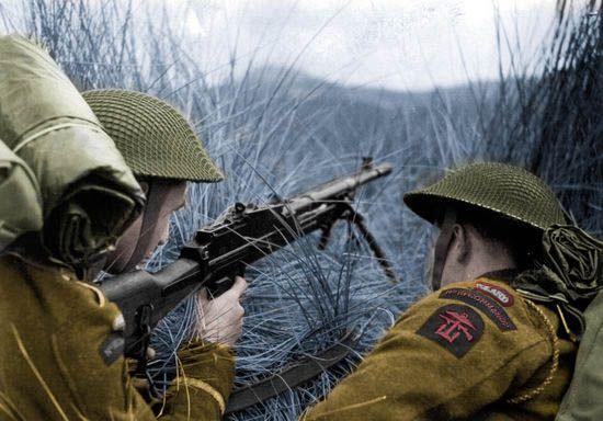 Po długim i wyczerpującym treningu oraz kilkumiesięcznym pobycie w Tunezji polscy komandosi 1 grudnia 1943 r. trafili na Półwysep Apeniński (koloryzacja: RK).