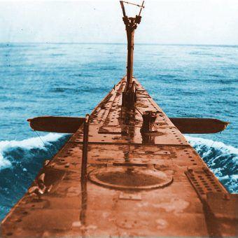 """USS S 41 (SS 146) – Okrętem tego samego typu był ORP """"Jastrząb"""" (fot. U.S. Navy, domena publiczna)."""