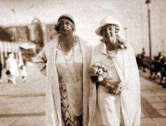 Były prostytutka Kitty Schmidt (naprawdę nazywała się Katharinę Zammit) wraz z córką. To właśnie ona prowadziła ekskluzywny burdel SS.