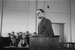 Witold Pilecki podczas składania zeznań.