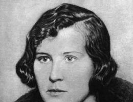 Maria Lewandowska. Ponętne spojrzenie szantażystki