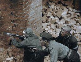 Kadr z filmu Powstanie Warszawskie