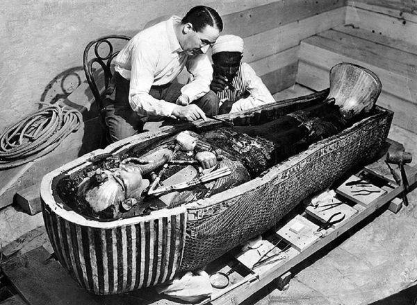 Howard Carter zapewne znalazłby w Egipcie o wiele więcej cennych mumii, gdyby nie pewna makabryczna pomyłka...