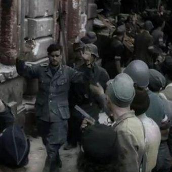 """Kwestia traktowania niemieckich jeńców przez powstańców do dzisiaj budzi sporo emocji. Po pięciu latach krwawej okupacji chęć krwawej zemsty mogłaby się wydawać naturalną reakcją.  Na ilustracji kadr z filmu """"Powstanie Warszawskie)."""