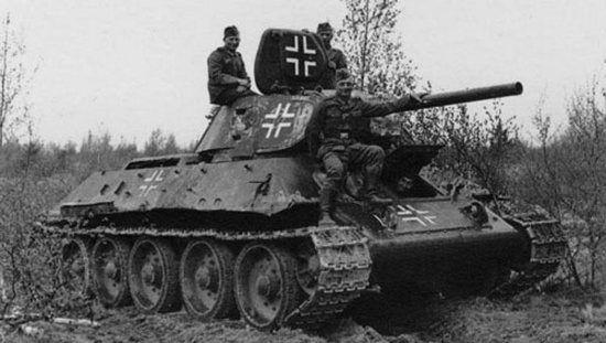 W 1941 r. Sowieci stracili najwięcej maszyn nie w walce, ale z powodu awarii oraz braku paliwa. Czołgi takie (jak ten T-34 ze zdjęcia) często po drobnych poprawkach trafiały później do niemieckich jednostek pancernych.