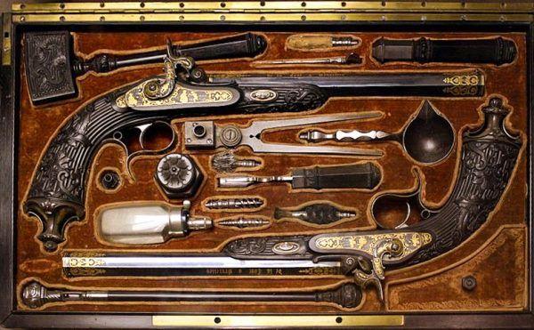 XVIII-wieczne pistolety pojedynkowe (fot. Nfutvol, lic. CC BY-SA 3.0).