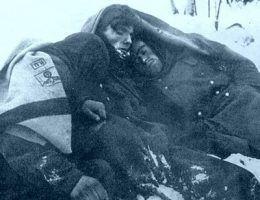 Mróz - podstępny zabójca. Na zdjęciu zamarznięci niemieccy żołnierze pod Stalingradem.