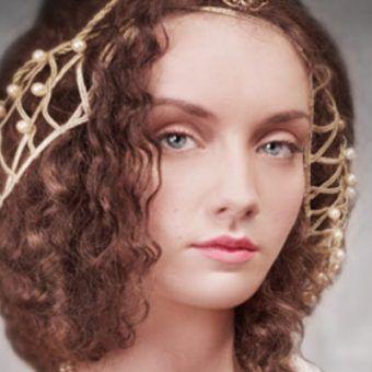 """Anna Knybel jako Bona Sforza na okładce """"Dam złotego wieku""""."""