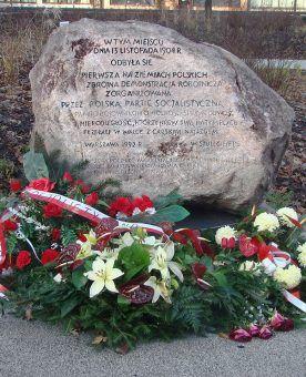 Kamień na pamiątkę wydarzeń 13 listopada 1904 roku.