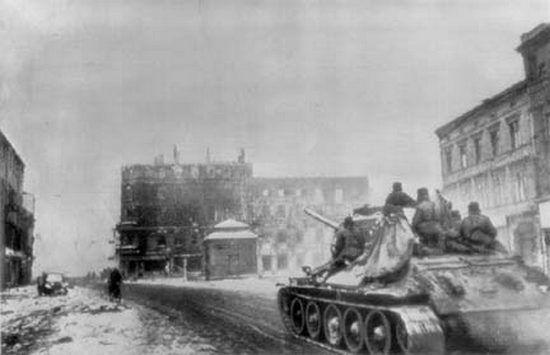 Po zdobyciu w styczniu 1945 r. Gliwic czerwonoarmiści przystąpili do masowych grabieży oraz gwałtów.