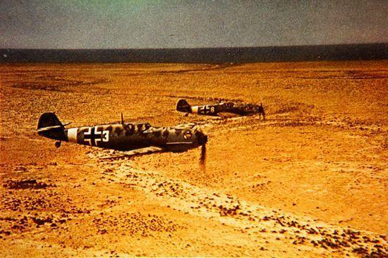 Niemieckie myśliwce Bf 109 z Jagdgeschwader 27 Afrika. To właśnie m.in. z pilotami tej jednostki walczyli 22 kwietnia nasi myśliwcy (źródło: wikimedia commons, domena publiczna).