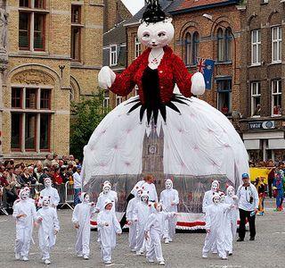 Obecnie Festiwal Kotów w Ypres to radosne święto. Jednak 200 lat temu koty nie miały tam łatwo (fot. cirdub; lic. CC ASA 2.0).