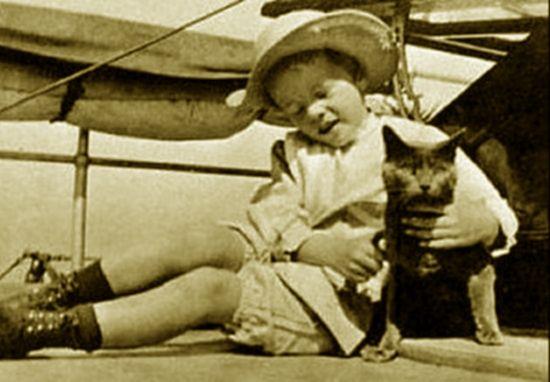 Slippers - kot, który rządził Białym Domem. Na zdjęciu wraz z najmłodszym synem Theodore'a Roosevelta.