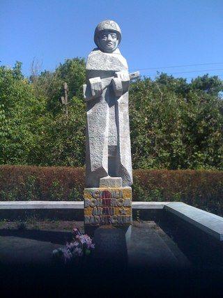 """Pomnik wdzięczności Armii Czerwonej w Krynicy Morskiej. Kobiety, które padły ofiarą gwałtów czerwonoarmistów na pewno nie były wdzięczne """"wyzwolicielom"""" (fot. Dariusz Kaliński)."""
